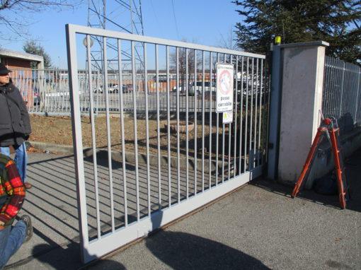 nuovo cancello dopo urto