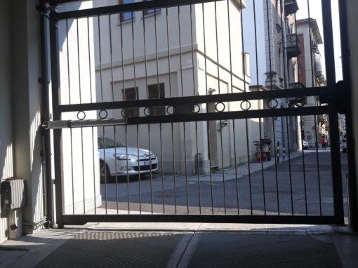 automazione cancello battente con prodotto faac